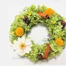 [フラワーリース] 木の実とジニアのグリーンリース/プリザーブドフラワー/Sサイズ