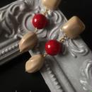 フランスアンティーク調の深紅×ベージュのピアス/イヤリング 大人のアクセサリー