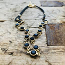 ブラックガラスストーンとブラック革紐のネックレス