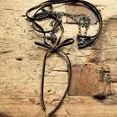 オリーブカラーのベルベットリボンのネックレス