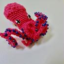 編みタコ ブローチ RUBY pink(ルビー)/ 203gow