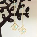 額縁に飾られた花♡繊細なワイヤーフラワー×スクエアフレーム×K16GPチェーン付きのアクアパールキャッチピアス