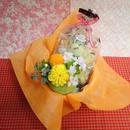 ピンポン菊のプリザーブドフラワーとダリアと桜のシルクフラワーを合わせた和風アレンジと桜の焼き菓子8袋のギフトセット