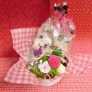ピンポンマムのプリザーブドフラワーをメインに桜の花をあしらったアレンジと桜の焼き菓子6袋のギフトセット