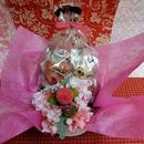 ピンポンマムのプリザーブドフラワーに桜のシルクフラワーをちらしたアレンジと桜の焼き菓子6袋のギフトセット