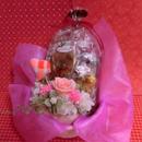 立体ハートの陶器にアレンジしたプリザーブドフラワーとハートの焼き菓子8袋のギフトセット  のコピー  のコピー