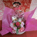 ピンポンマムのプリザーブドフラワーに桜のシルクフラワーをちらしたアレンジと桜の焼き菓子2袋のギフトセット