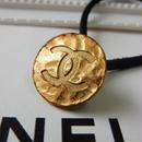 ヴィンテージ CHANEL シャネル ボタン 18mm 槌打ちデザイン ゴールドボタン ヘアゴムのおまけ付(c-165)