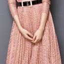 レディース ピンク フラワー 総 レース デザイン ベルト 付き ミモレ 丈 ワンピース ドレス