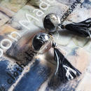 刺繍糸のガラスドームイヤリング