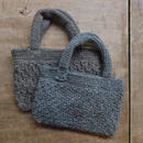 手編みのミニニットバッグ