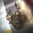 150410作。五連歯車と時計の針のブローチ