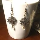 再販!151120 銀真鍮の蝶々と透かし飾りスワロフスキーのピアス