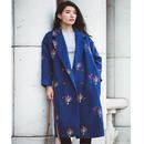 刺繍がランダムに施されたロング丈ウールコート
