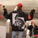 ゆったりフィットと、大き目のロゴがトレンドをおさせたジャケット 0090