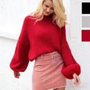 大きく膨らんだバルーンスリーブとゆったりフィットがかわいいセーター