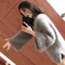 カシミア素材がふわふわと可愛く暖かいフレアスリーブセーター