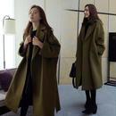 アーミ―グリーンと方が落ちるほどのオーバーサイズがかわいいオーバーコート