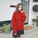 レッドカラーがかわいいオーバーサイズのセーター