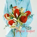 『シンプルだから映えるバンクシアとユーカリの花束レッドred&green111』母の日のプレゼントに 披露宴のブーケにもおすすめ