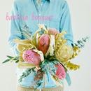 『シンプルだから映えるバンクシアとユーカリの花束ピンクpink&green010』披露宴のブーケとしてもかわいい、 奥さんや彼女の誕生日プレゼントにも