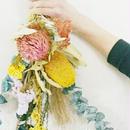 『DIY教室掲載サンプル 3月 春色 スワッグpink&yellow106』お花のプレゼントやギフトにも DIYセットとしてご配送もできます。