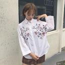 フラワー刺繍シンプルシャツ
