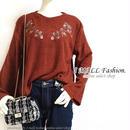 (送料無料)デコルテ花柄刺繍ブークレーニットセーター