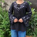 ブラック刺繍長袖ブラウス