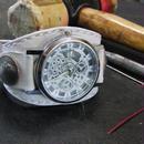 シルバー歯車モチーフ2 本革白色ブレスレット型腕時計