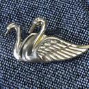 真鍮ブラス製つがいの白鳥型ピンズブローチ ジャケットやハットの飾りに