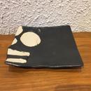 山本一仁 黒釉丸紋ストライプ角皿