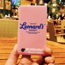 Leonard'sロゴ入りモバイルバッテリー