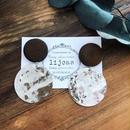 チョコレートブラウンなウッドコインとシルバーラウンドプレード大ぶりイヤリング