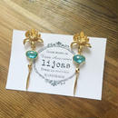 蓮子の花ゴールド・優しいブルークリスタルとゴールドダイヤモチーフのピアス
