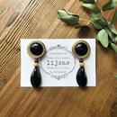 ブラックゴールドヴィンテージボタンとガーネット・チェコガラスのピアス