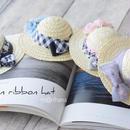ローズ&プリントリボンの麦わら帽子