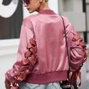 Simplee アーミー グリーン ピンク ボンバー ジャケット コート 女性 サテン レース アップ ポケット バイカー ジャケット 上着 秋冬 カジュアル ストリート ブルゾン 袖 スピンドル
