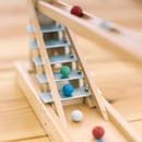 〈2才-〉【動きの玩具】【指先を使う玩具】シロフォン付玉の塔