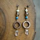 木の輪とチェコガラスピアス(ブルー×ライトグリーン)