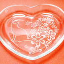 ハート型ガラスプレート「花と猫」※猫の体にアルファベット1文字無料彫刻サービス中!(寄付代込)