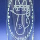 猫柄 縦長グラス 新キャラ登場「ネコクタイ」 ※アルファベット1文字彫刻可 (寄付金込価格)