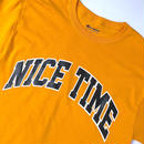 "tr.4 suspension / ""NICE TIME"" College Logo S/S Tee (gold)"