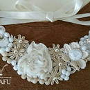 Ribbon necklace-whiteflowers-gold  G