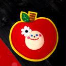 ぽんめのこりんごKAOブローチblue