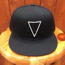 ALIVE(アライブ)スナップバックタイプキャップ LOGO (ロゴ)BLACK/TRIANGLE(ブラック/トライアングル)