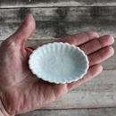 品番 t-0300 白磁 陽刻豆皿 蝶