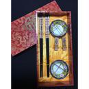 【香港☆萬壽無疆】<禮物> 箸と箸置き、豆皿  /  ラメプリントの福の文字と龍のアートの木箱入り