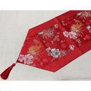 <古典織綿緞茶几布>紅と刺繍が華やかで美しい布です / テーブルランナー