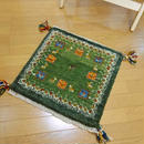 gz-alo3★ギャッベ(GABBEH)手織りのラグ 座布団(動物と植物のモチーフ/グリーン)